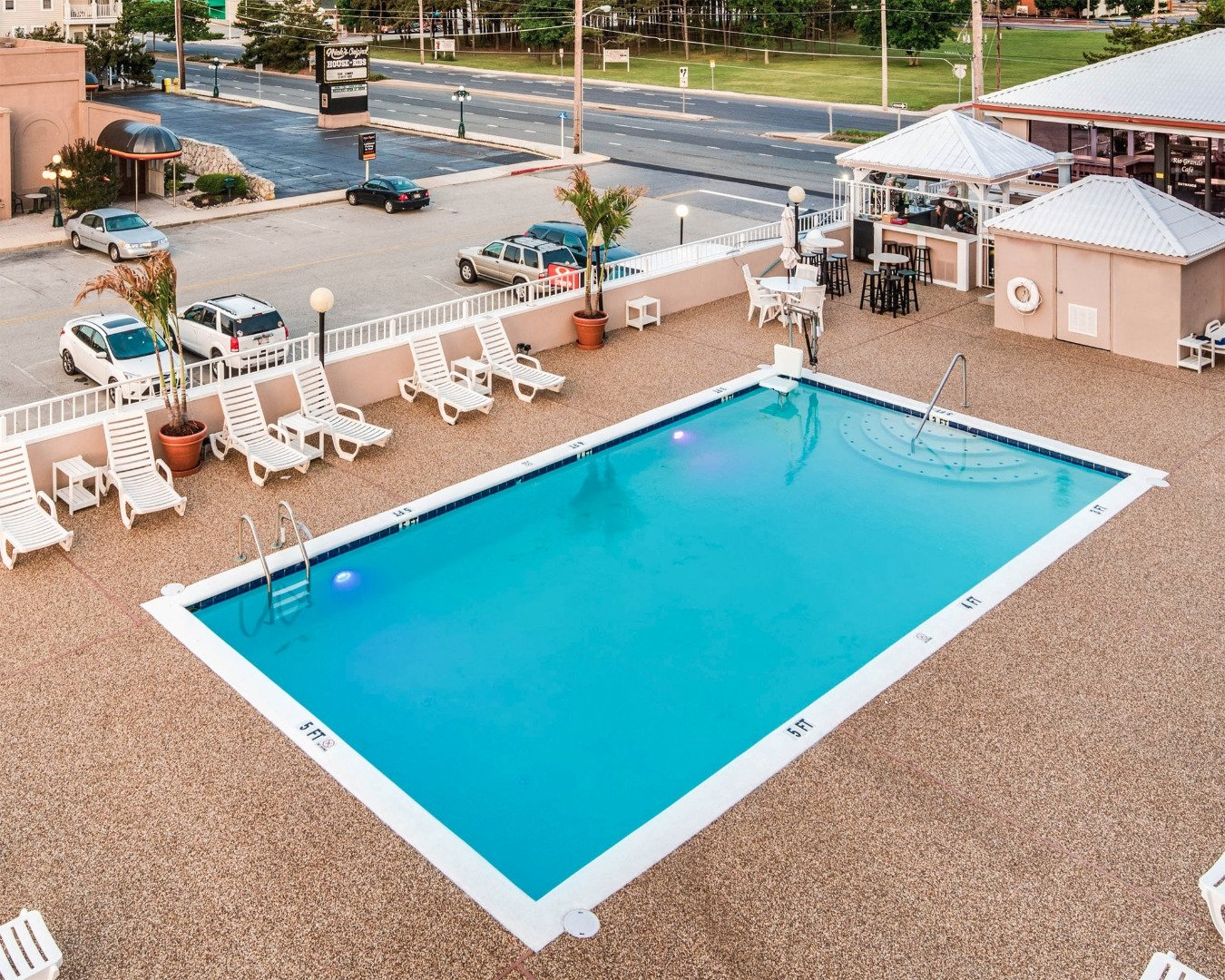 outdoor hotel pool